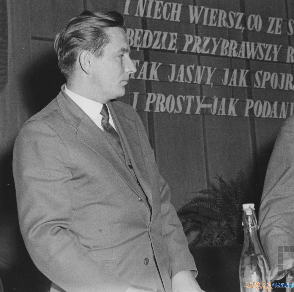 Bogusław Kogut podczas poznańskiego Ogólnopolskiego Festiwalu Poezji – 1960