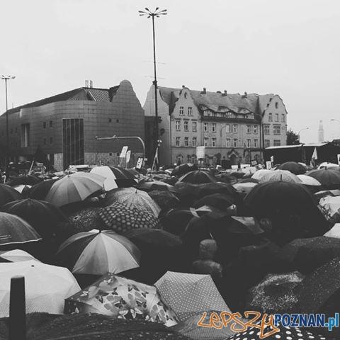Czarny Protest - zablokowany Poznań  Foto: Dawid