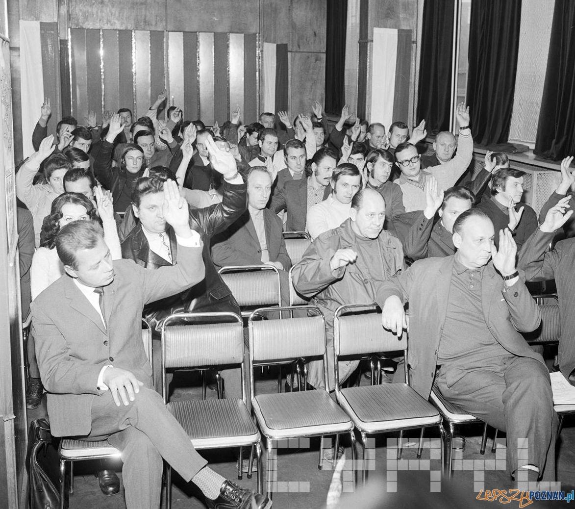 Wizyta I sekretarza KW PZPR Jerzego Zasady w zakładach Cegielskiego 15.10.1974  Foto: Stanisław Wiktor / Cyryl