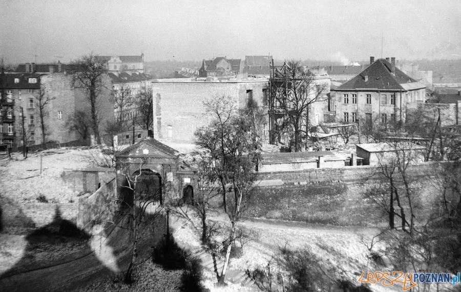 Tak zwany budynek Raczyńskiego na Wzgórzy Przemysła w trakcie odbudowy - 1960  Foto: Muzeum Narodowe w Poznaniu