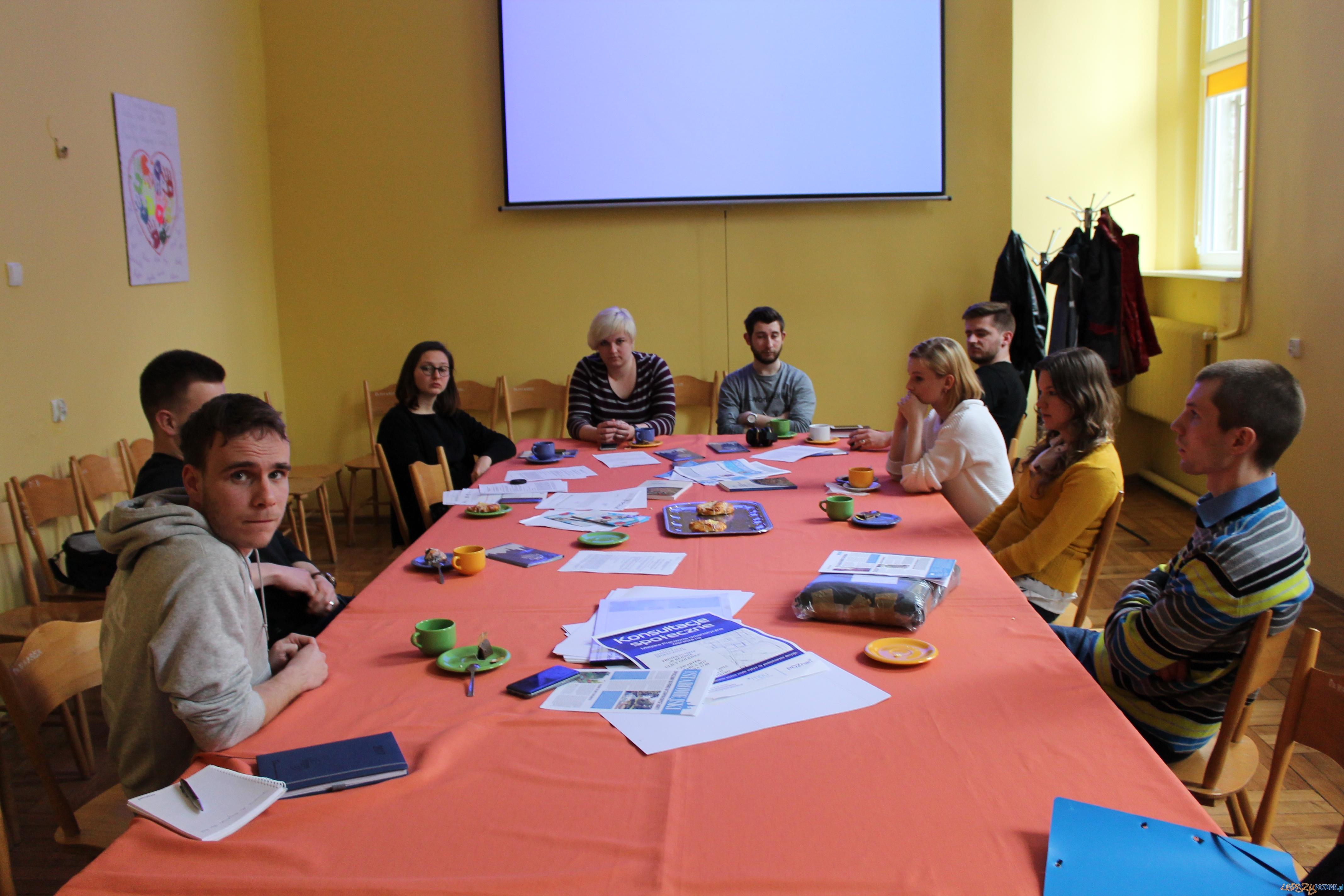 Studenci UAM w terenie poznawali działanie lokalnego samorządu  Foto: Karol Kaczmarek
