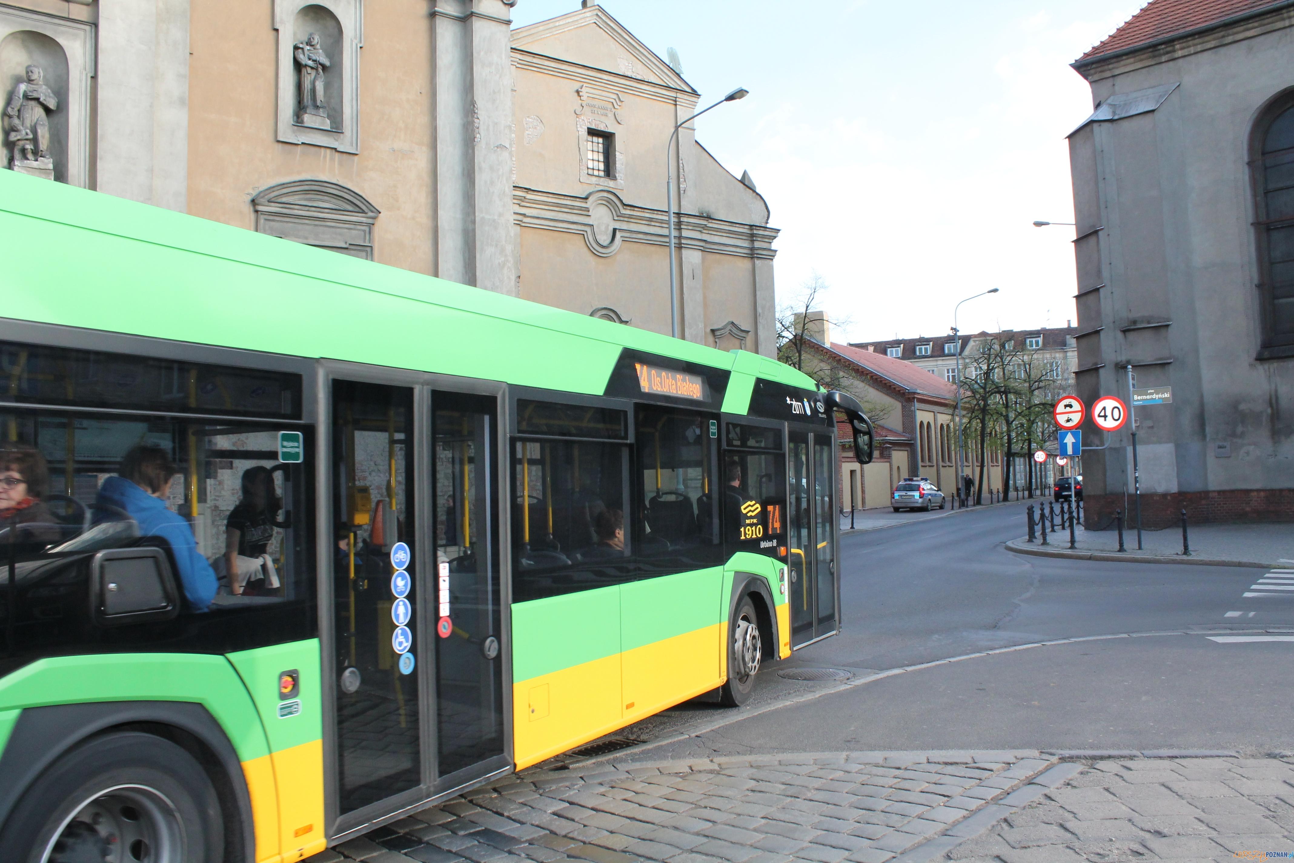 Garbary - autobus 74  Foto: Tomasz Dworek