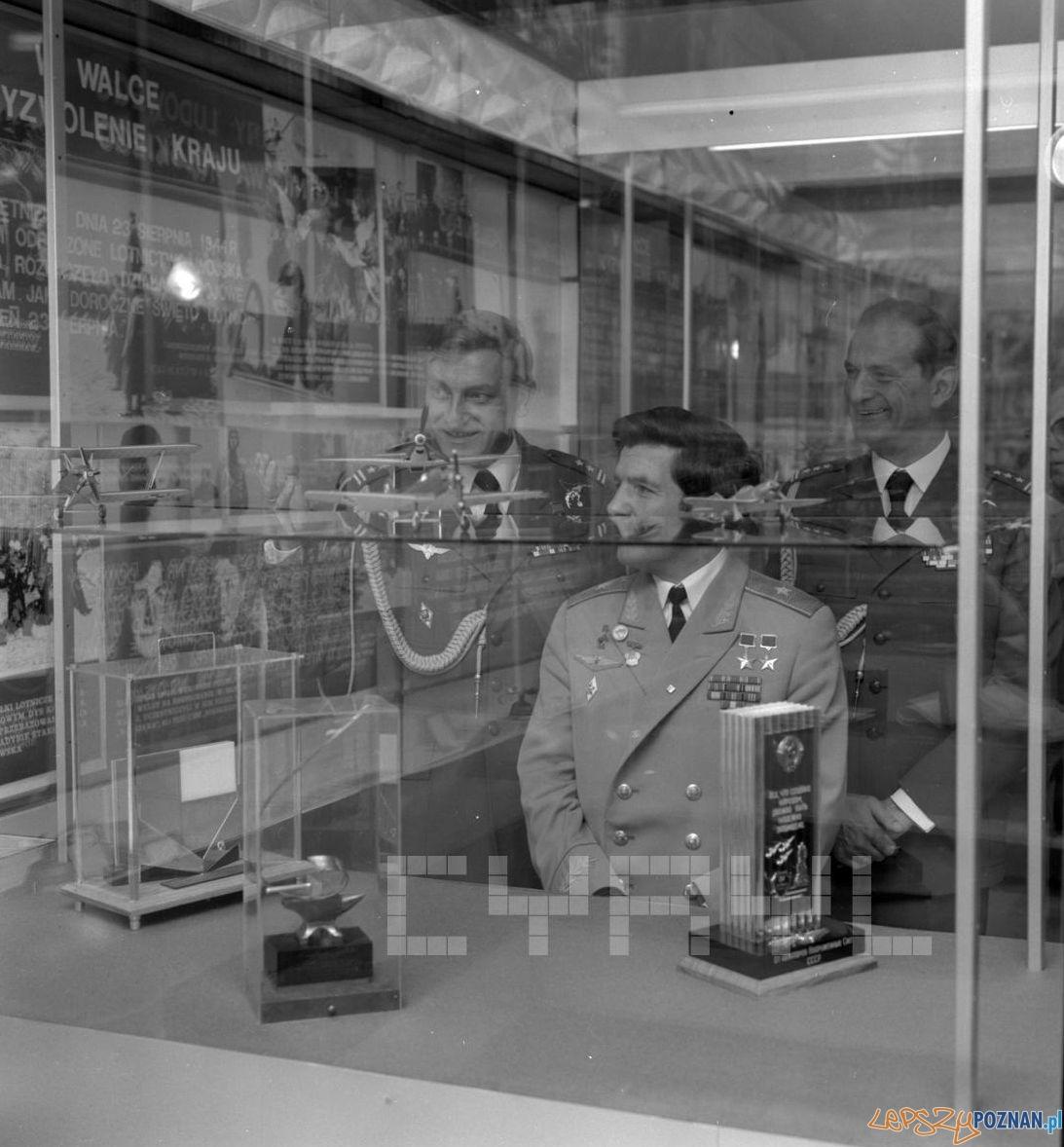 Wizyta kosmonautów Mirosława Hermaszewskiego i Piotra Klimuka w Poznaniu 28.07.1978  Foto: Stanisław Wiktor / Cyryl