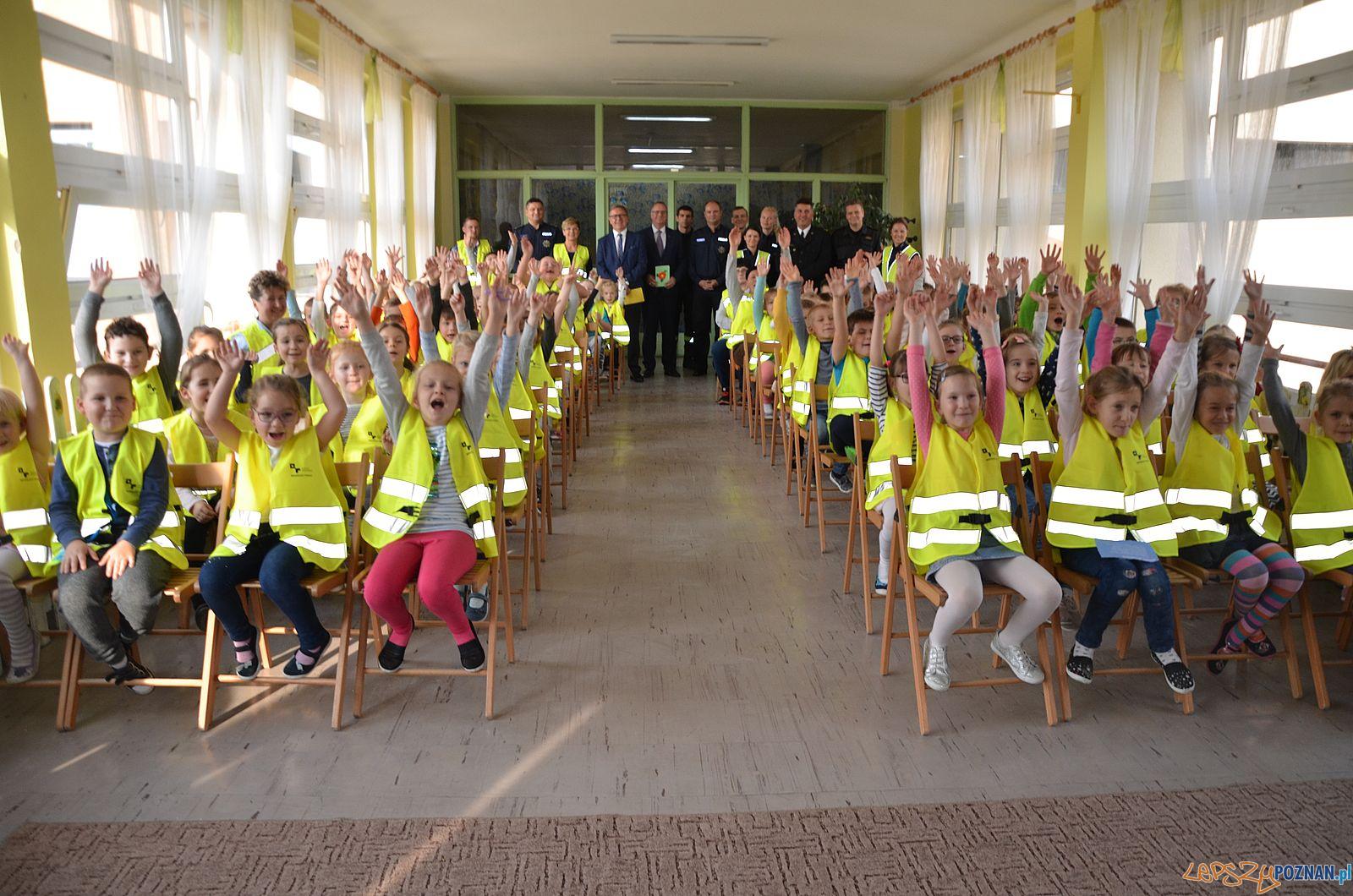 Odblaskowe kamizelki dla uczniów z Powiatu Poznanskiego (1)  Foto: materiały prasowe