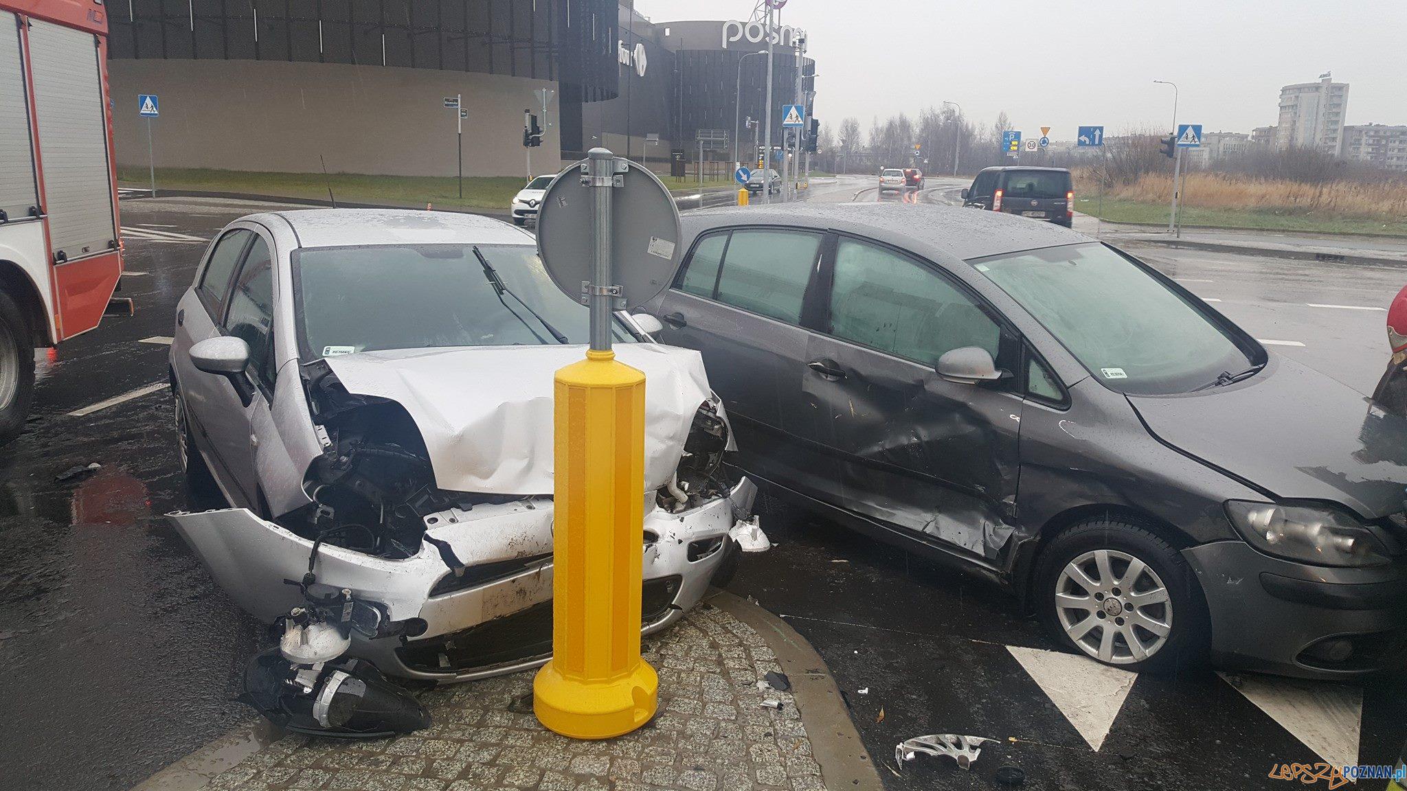 Wypadek na ul. Anny Jantar  Foto:  Pomoc Drogowa Car Center Poznań. 667-000-042