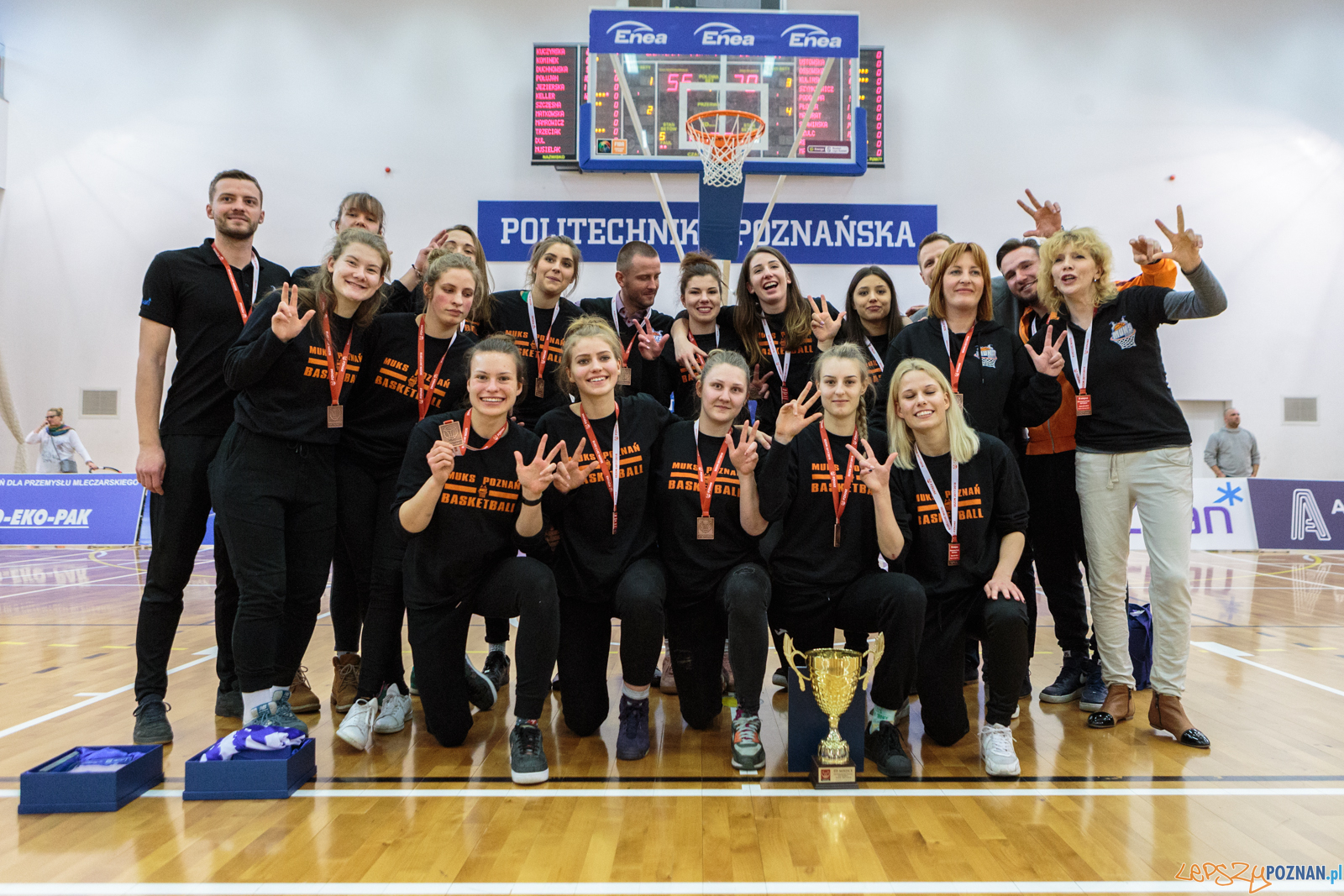 MP U22 - wręczenie pucharów finalisom turnieju - MUKS Poznań  Foto: LepszyPOZNAN.pl / Paweł Rychter