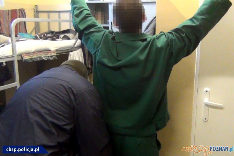 Narkotyki w ZK - akcja policji (3)  Foto: materiały Policji