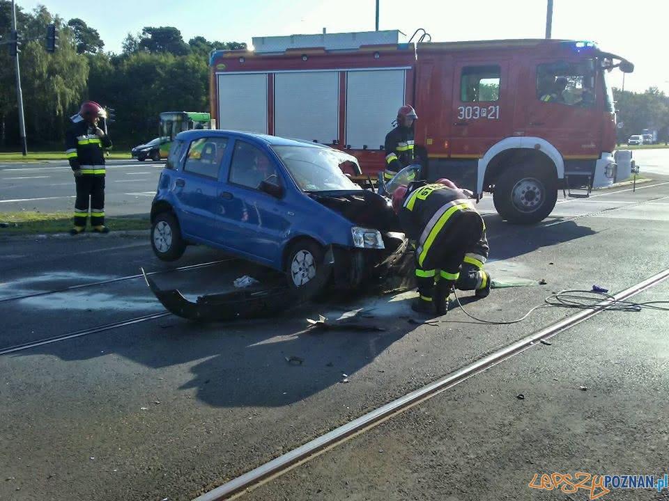 Samochód uderzył w słup trakcyjny - ul. Warszawska  Foto: Pomoc Drogowa Car Center