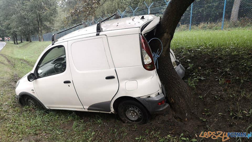 Wypadek na ul. Głuszyna  Foto:  Pomoc Drogowa Car Center Poznań