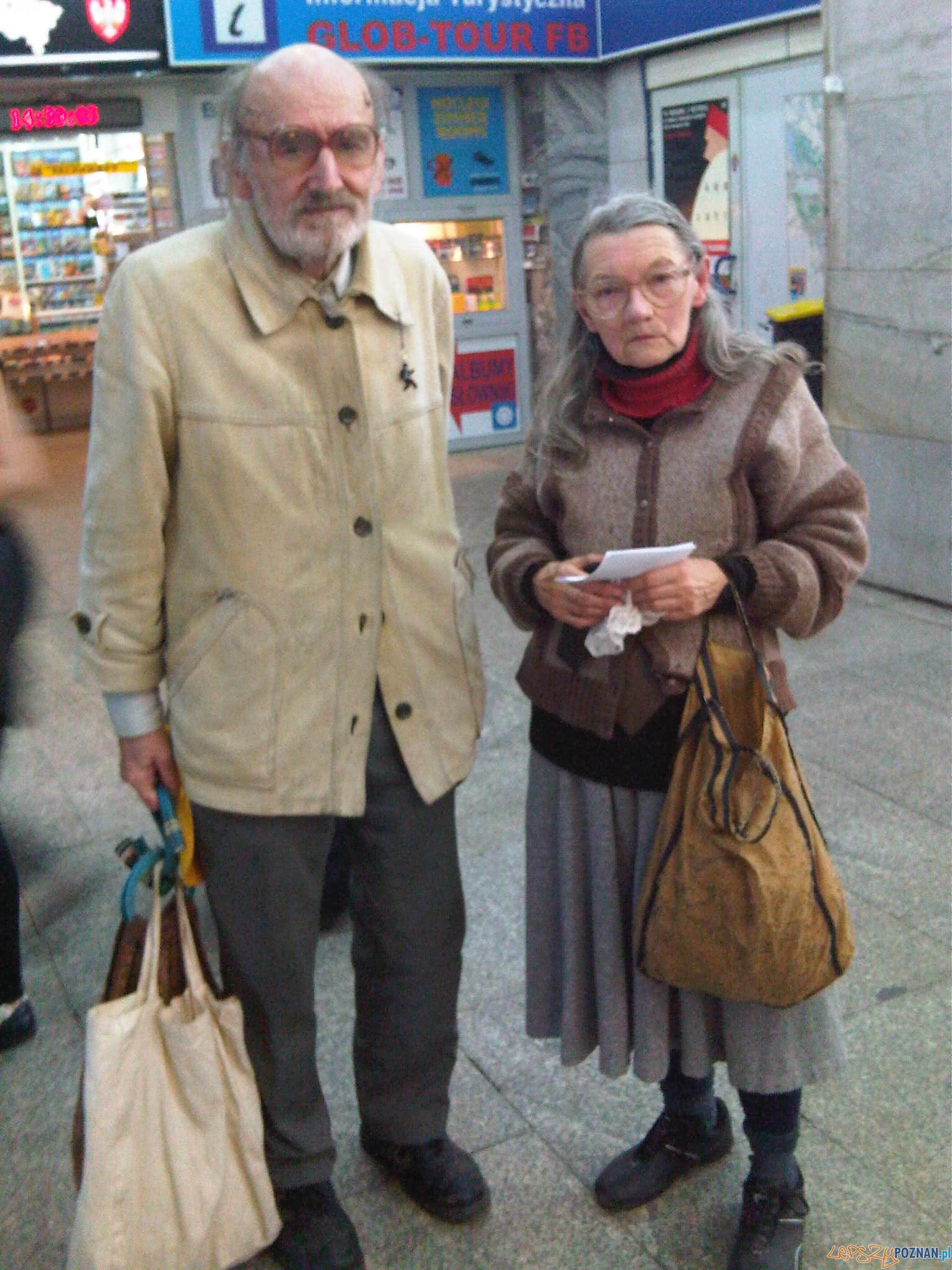 Maria_i_Bogdan_Kalinowscy_na_dworcu_Poznań_Główny [Leinad]  Foto: Leinad - Praca własna, CC BY-SA 3.0 / commons.wikimedia.org