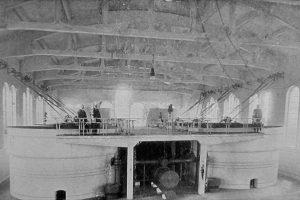 1910 r. Filtry piaskowe w stacji wodociągowej na Grobli  Foto: Archiwum Aquanetu