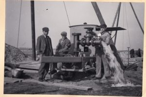 Rozbudowa Ujęcia Wody na Dębinie, lata 40. XX w.  Foto: Archiwum Aquanetu