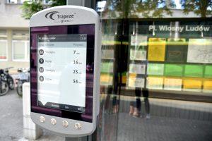 Rozkład jazdy na e-papierowym wyświetlaczu  Foto: materiały prasowe / UMP