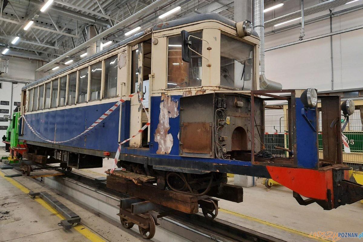 wagon motorowy ryjek na hali trwa demontaz 2021 Foto: materiały prasowe UMP/ W. Losiak