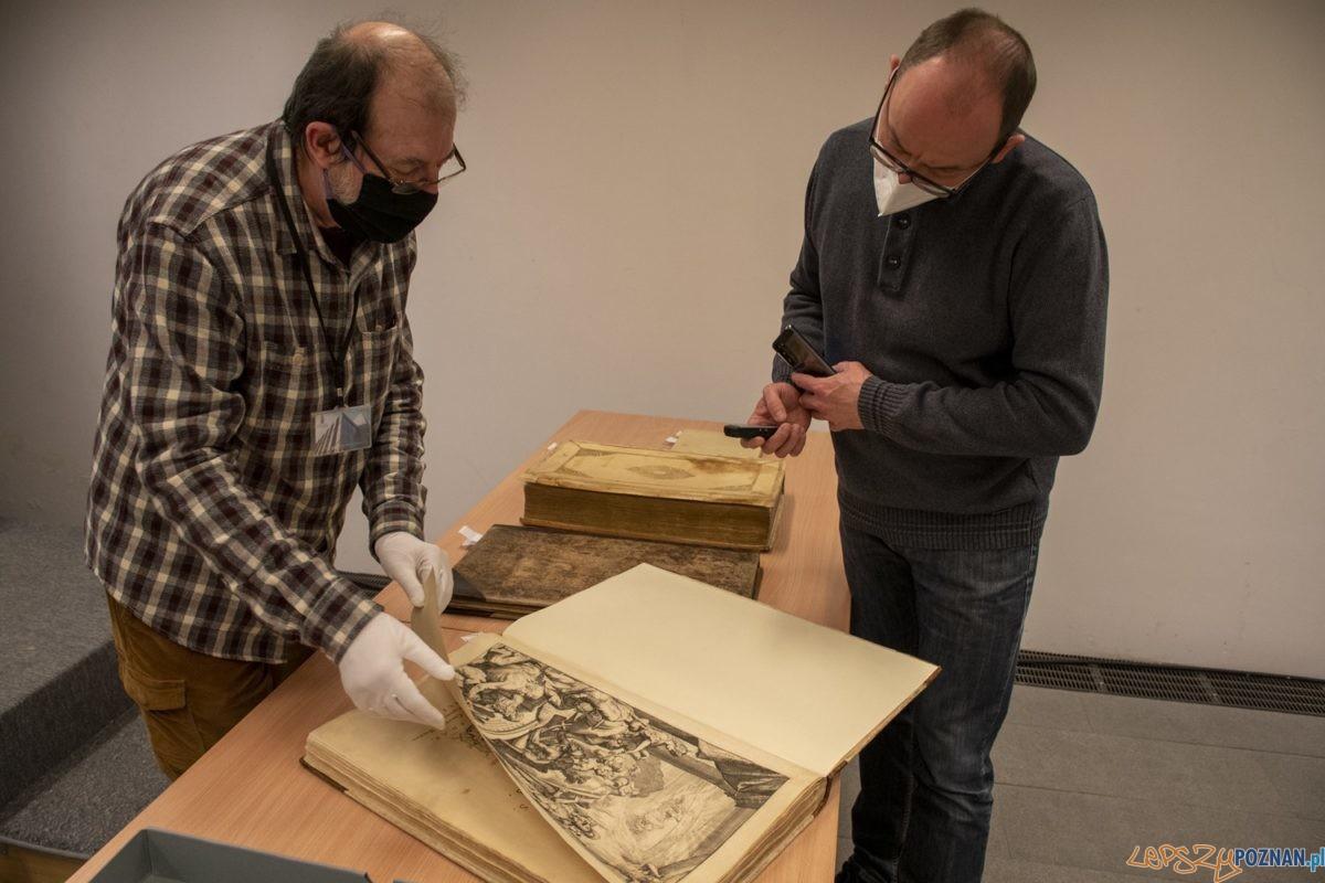 Cenne atlasy w Bibliotece Raczyńskich - konserwacja dzięki środkom Unii Europejskiej Foto: Biblioteka Raczyńskich
