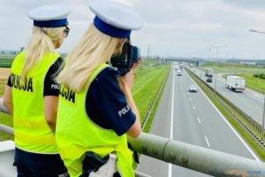"""Mierzenie """"jazdy na zderzak""""  Foto: materiały prasowe / FB / KMP"""